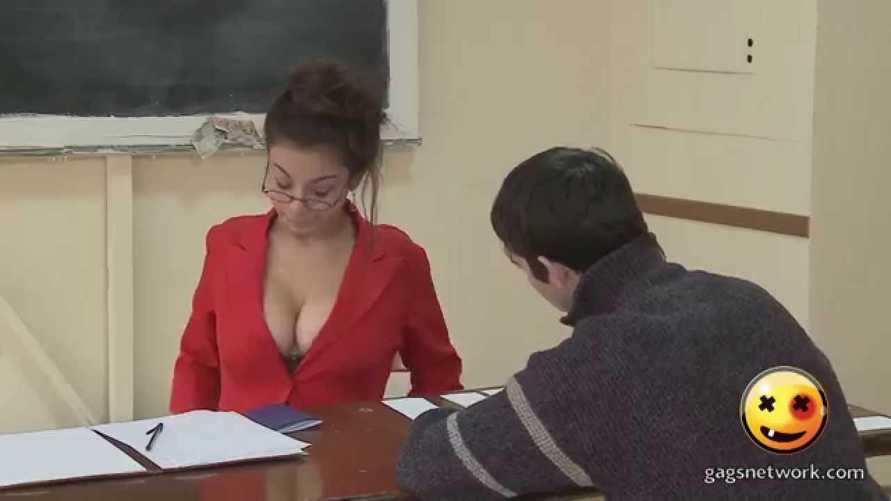 Η καυτή καθηγήτρια  τα…  πέταξε έξω! (video)