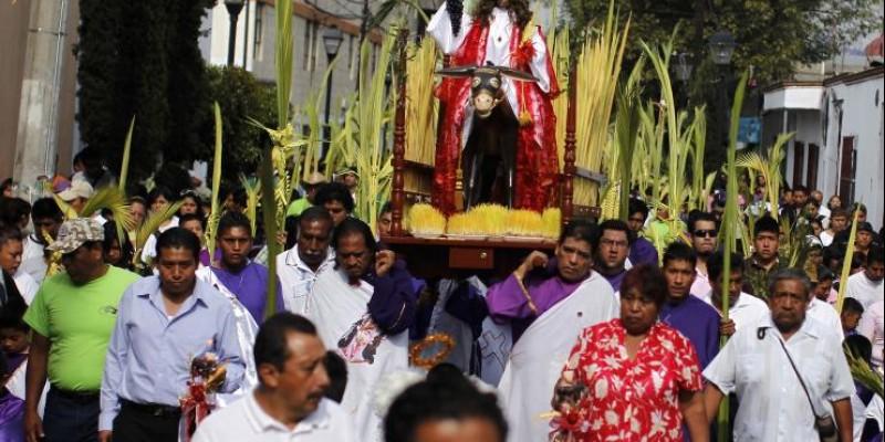 mexico-religious-procession