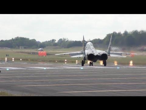 Η κάθετη απογείωση του μαχητικού MiG-29 που έχει σαρώσει στο YouTube (video)