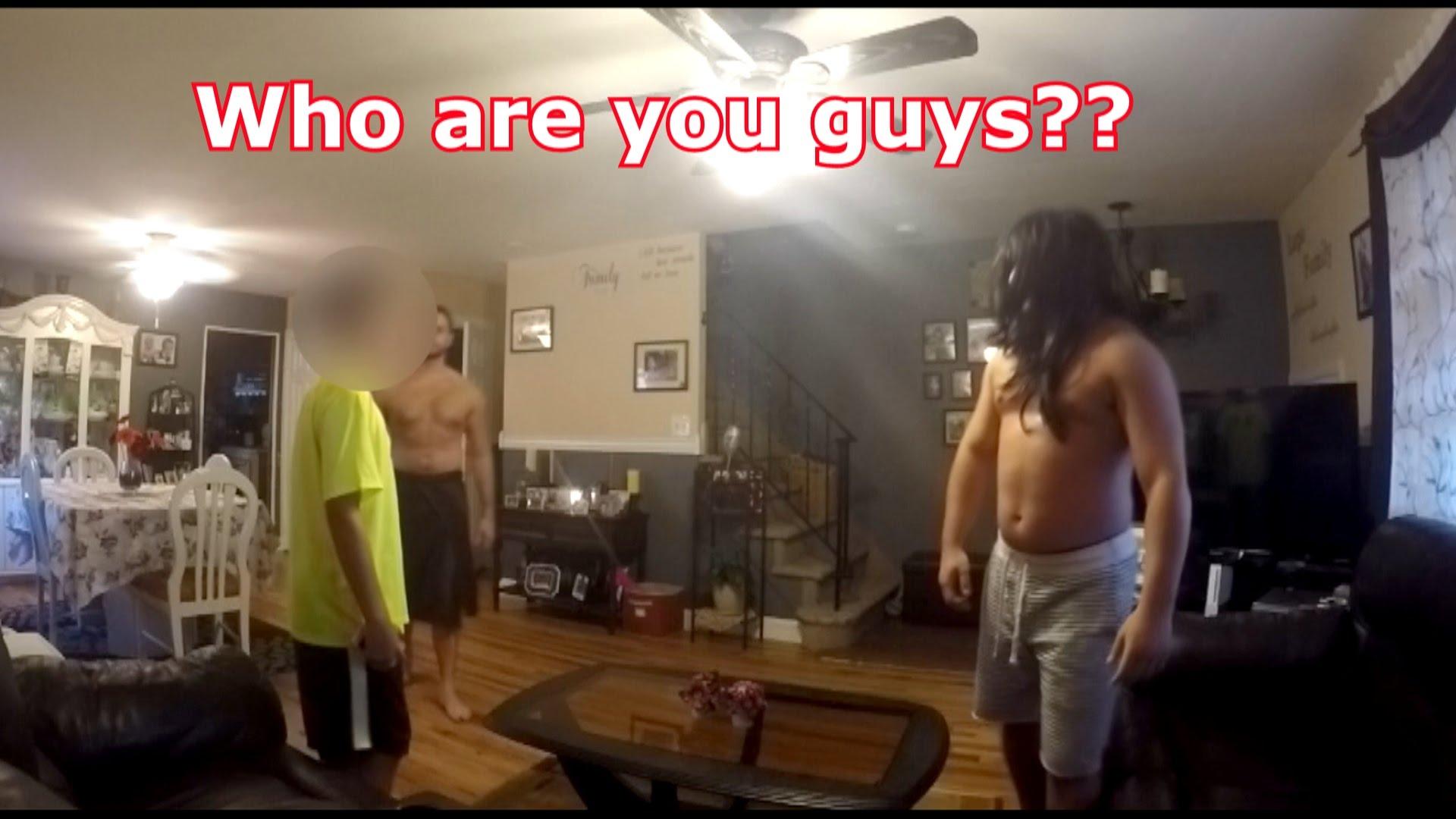 Δύο «ζώα» ετοιμάζονται να βιάσουν ένα αγόρι που «ψάρεψαν» στο Facebook! Όταν μπαίνει η μαμά του στο Δωμάτιο…