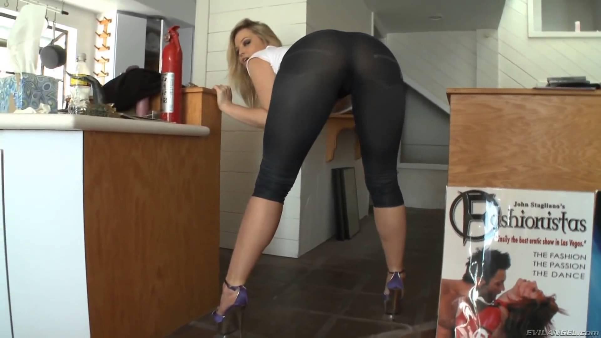 Διάσημη πορνοστάρ τρελάθηκε στην κάμερα και μας  χάρισε ένα … επικό (video)