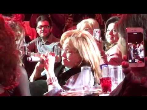 Γιατί αποθεώθηκε η Μαίρη Χρονοπούλου στα μπουζούκια; Δείτε τι έκανε και όλοι… δάκρυσαν (video)
