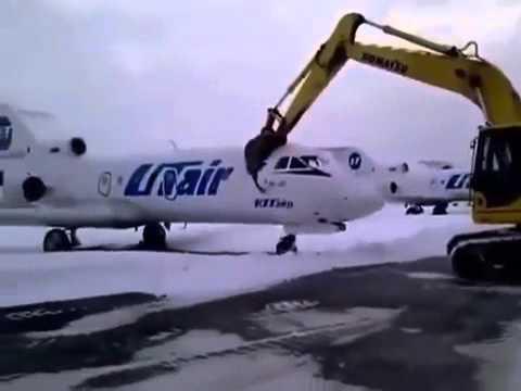 Απελπισμένος απολυμένος μόλις έμαθε ότι τον απέλυσαν και κατέστρεψε ένα…αεροπλάνο(Video)