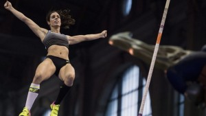 epa05517200 Ekaterini Stefanidi of Greece competes in the women's pole vault competition for the IAAF Diamond League international athletics meeting, at the main railway station in Zurich, Switzerland, 31 August 2016. The other competitions of the IAAF Diamond League international athletics meeting will take place at the Letzigrund stadium in Zurich on 01 September 2016.  EPA/ENNIO LEANZA