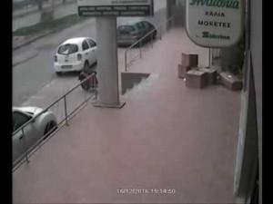Αγανακτισμένος πατέρας δίνει αμοιβή για όποιον βρει τον υπαίτιο του τροχαίου – Τραυματίστηκε βρέφος στο Ηράκλειο