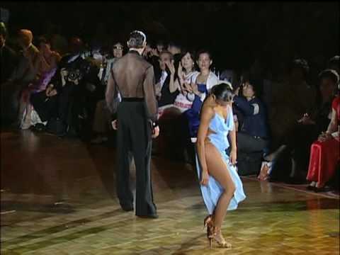 Ακόμη και οι κριτές δεν μπορούσαν να πάρουν τα μάτια τους από το φόρεμα της (Video)