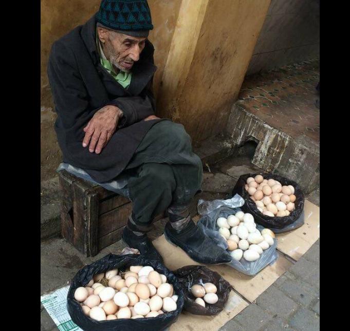 Αποτέλεσμα εικόνας για Μία πλούσια κυρία ρώτησε: - Πόσo κάνουν τα αυγά;