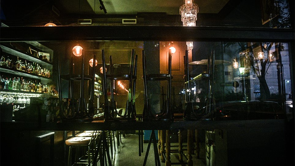 """Πρωτοχρονιάτικος """"πέλεκυς"""" σε ιδιοκτήτη καφετέριας και θαμώνες στις Μοίρες"""
