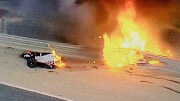 Άγιο είχε ο Ρομάν Γκροζάν στην F1 στο Μπαχρέιν: Το μονοθέσιο κόπηκε στη μέση - Βγήκε ζωντανός από τις φλόγες