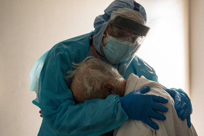 Μιά εικόνα χίλιες λέξεις: Η φωτογραφία που έγινε σύμβολο της πανδημίας