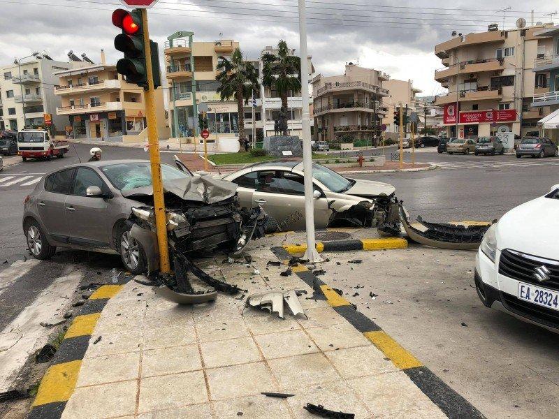 Σύγκρουση δυο αυτοκινήτων στην Κρήτη: Ένα άτομο στο νοσοκομείο